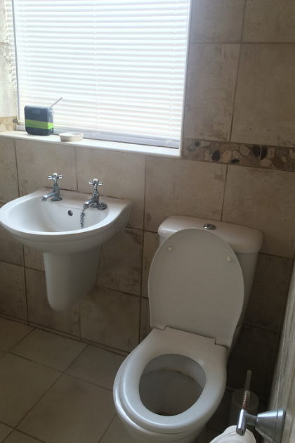 Bathroom in Orpington (Before) | Quality Plumbing